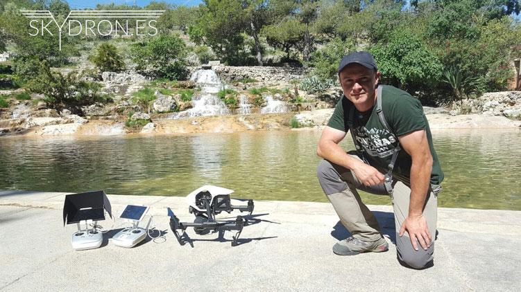 Piloto de drones autorizado por AESA César Antón