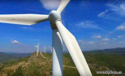 Revisión aérea de parques eólicos con drones