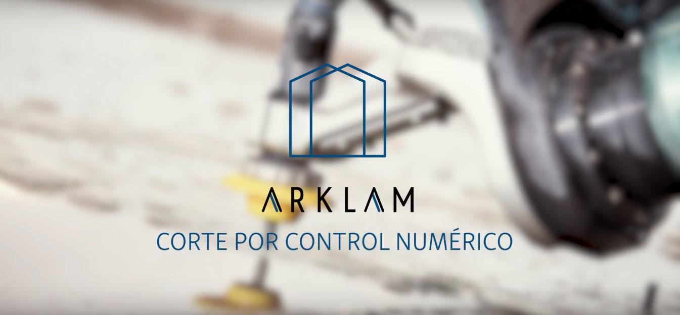 Vídeo técnico para empresas: Lámina Arklam con locución y subtítulos